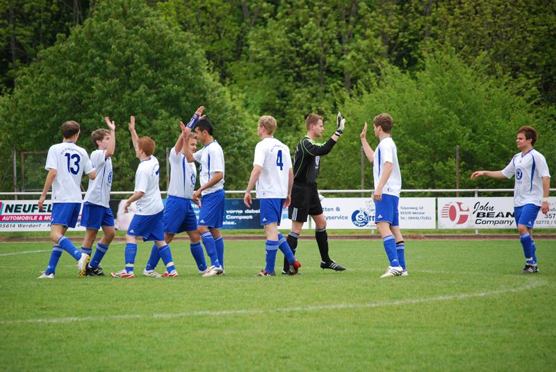 1. Mannschaft unterliegt nach 2:2-Pausenstand Hessenliga-Spitzenteam Waldgirmes noch 2:8