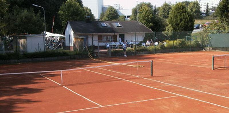 Tennisplätze werden winterfest gemacht