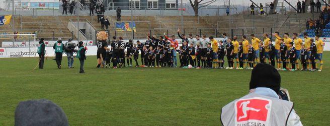 Riesenerlebnis: RSV-Kids als Einlauf-Eskorte beim FSV Frankfurt