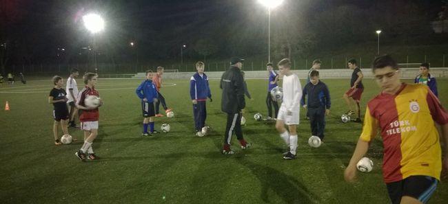 Vereinsinterne Trainerfortbildung: DFB-Mobil besucht die Jugendabteilung des RSV