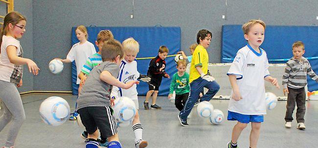 Albert-Schweitzer-Schule: Kleine Kicker üben mit Spaß