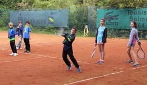 Read more about the article Für Kurzentschlossene und Daheimgebliebene: Noch zwei Restplätze fürs Kinder-Tennis-Sommertraining