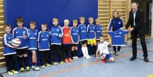 Firma Softplan GmbH rüstet F-Junioren mit neuen Trikots aus