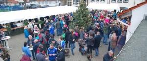 1. Büblingshäuser Weihnachtsdorf zieht Groß und Klein auf den alten Sportplatz