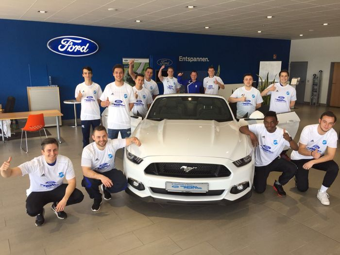 Ford Autohaus Pohl Wetzlar stattet Fußball-Aktive aus