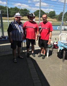v.l.n.r: Roland Rink (1.Vorsitzender RSV Büblingshausen, Schiedsrichter), Bernd Schifferdecker, Matthias Rook (Beide Eintracht Frankfurt)