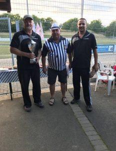 v.l.n.r: Thomas Reifenberg(SC Oberhummel), Roland Rink (1. Vorsitzender des RSV Büblingshausen, Schiedsrichter) , Florian Kloiber(SC Oberhummel)