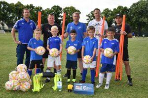 Förderverein unterstützt Fußball-Jugend mit Trainingsmaterialien