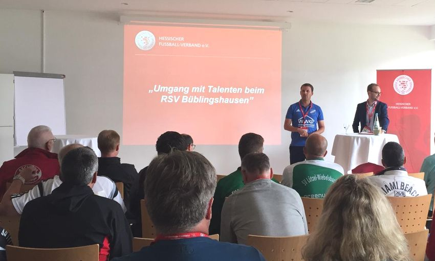 RSV-Jugendleiter Erik Caspari Referent beim HFV-Fußball-Forum