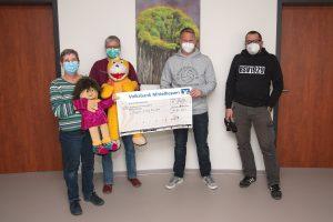 """Förderverein übergibt Spendenscheck an Projekt """"Charly & Lotte"""""""